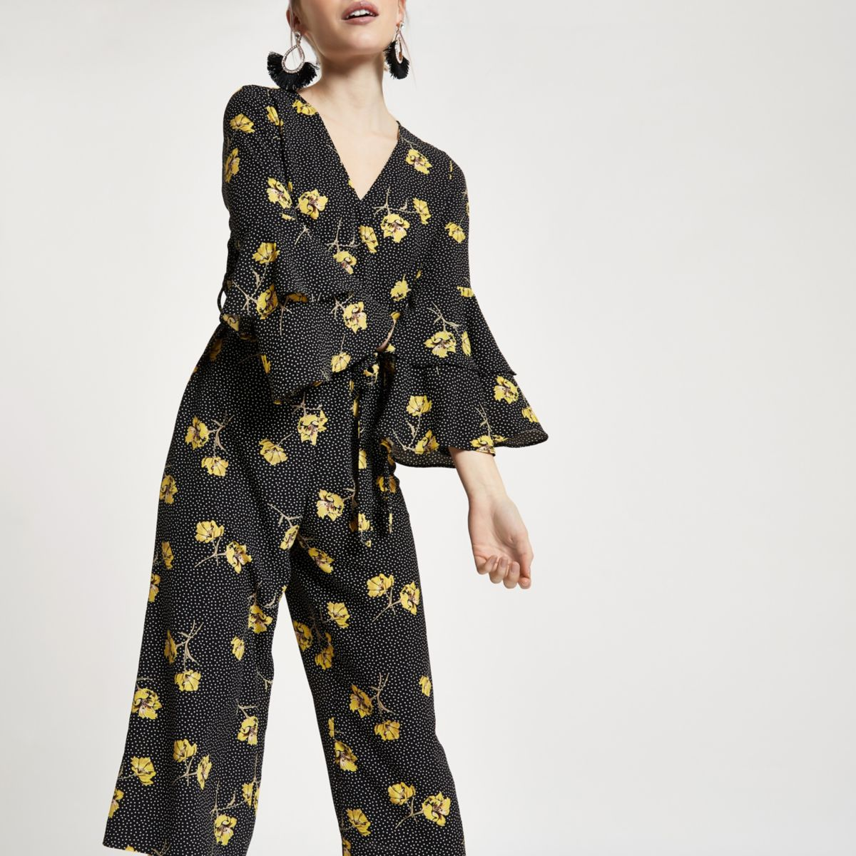 RI Petite - Zwarte gestippelde jumpsuit met bloemenprint en ruches