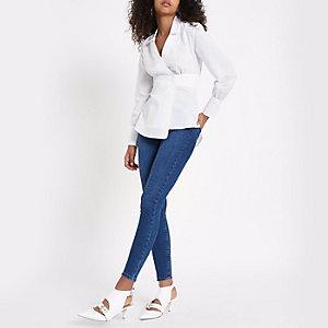 Wit overhemd met overslag en drukknopen