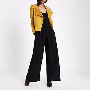Zwarte broek met wijde pijpen en ceintuur