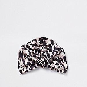 Chapeau façon turban en satin imprimé léopard marron