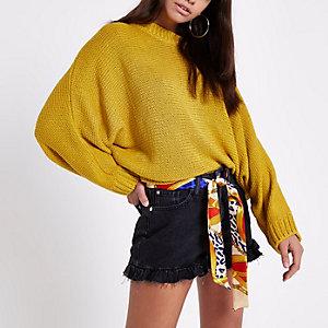 Gelber Pullover mit Fledermausärmeln