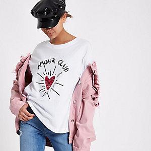 T-sirt «amour club» blanc avec cœur à sequins