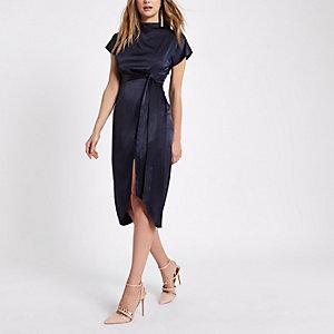 Marineblauwe jurk met kapmouwtjes en zijsplit