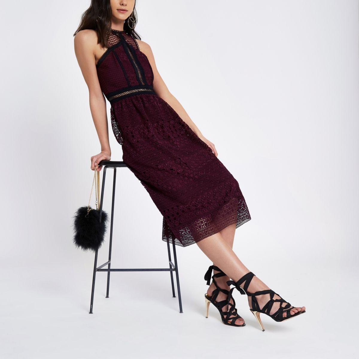 Donkerrode hoogsluitende gehaakte mini-jurk
