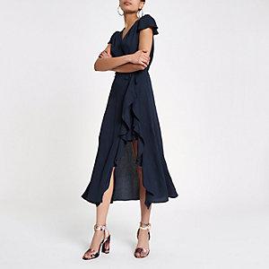 Marineblauwe midi-jurk met ruches en overslag voor