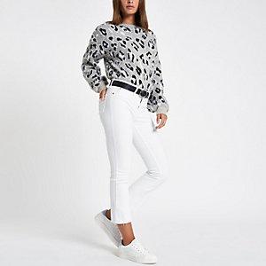 Weiße, ausgestellte Jeans