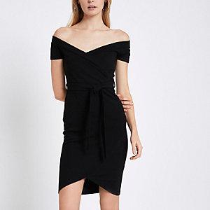 Schwarzes figurbetontes Kleid mit Rippenmuster