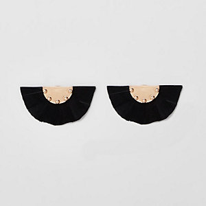 Black round feather stud earrings