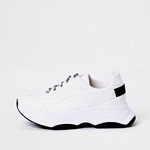 Baskets blanches à semelles épaisses et lacets