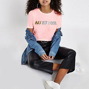 Roze aansluitend T-shirt met 'Au revoir'-print
