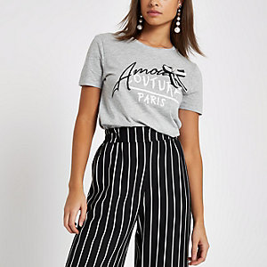 T-shirt gris fitté « Amour » orné d'un nœud