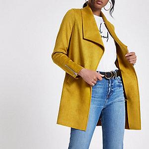 Gele lange gedrapeerde jas van imitatiesuède