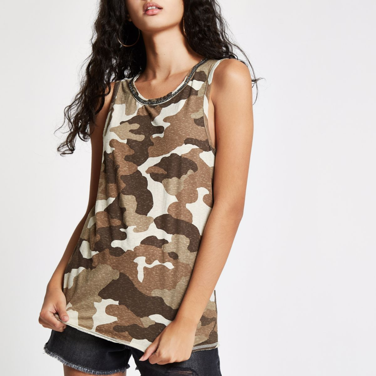 Kaki tanktop met verfraaide hals en camouflageprint
