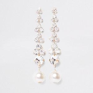 Goudkleurige oorhangers met diamantjes en pareltjes