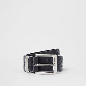 Schwarzer, nietenverzierter Jeansgürtel