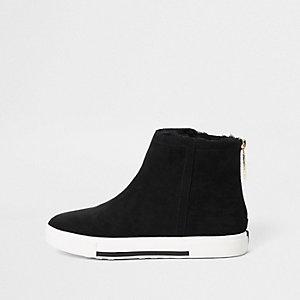 Zwarte laarzen gevoerd met imitatiebont