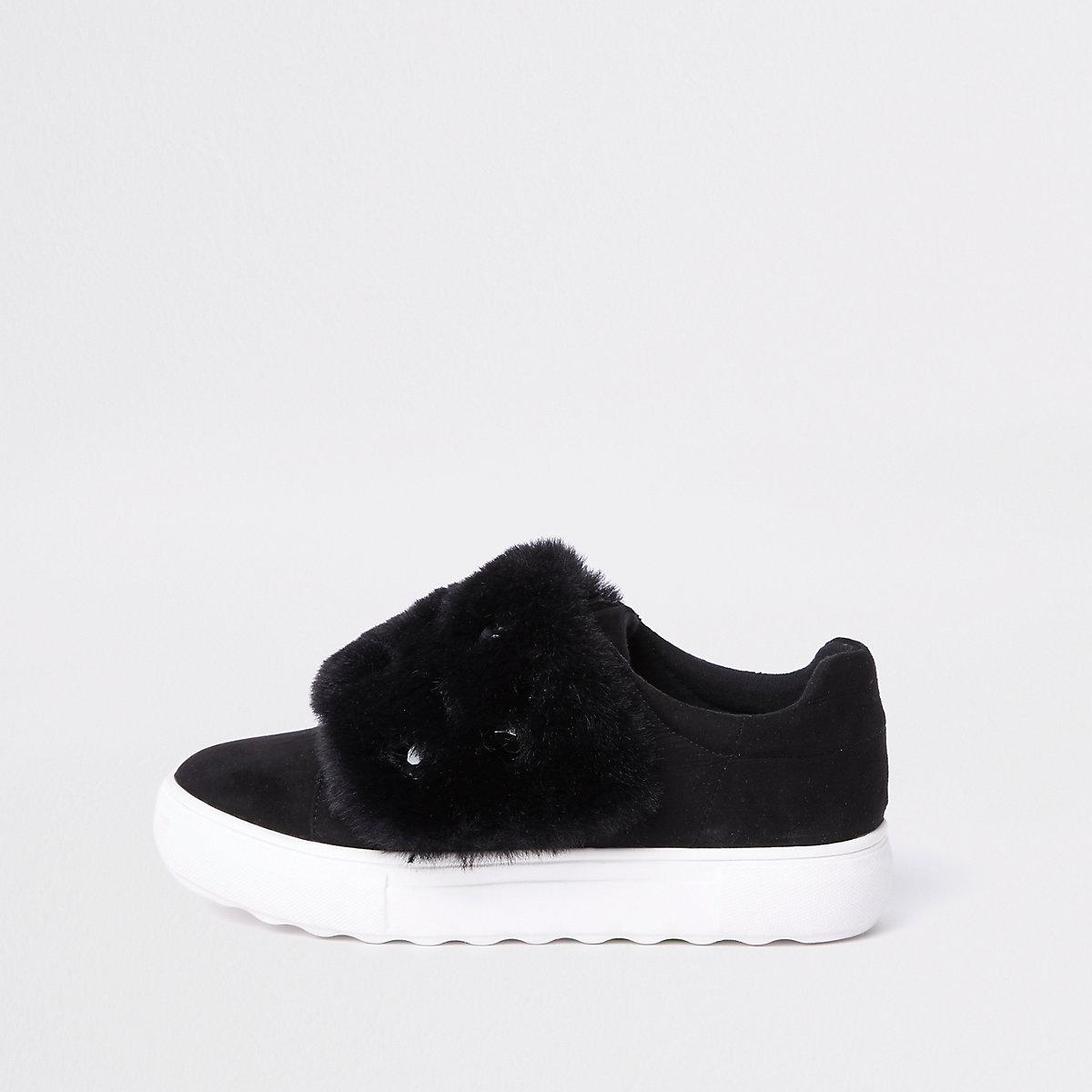 Zwarte sneakers met imitatiebont en siersteentjes