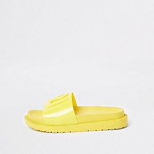 Claquettes en plastique jaunes avec logo RI