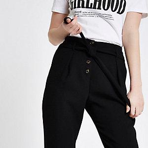 Zwarte smaltoelopende broek met knopen voor