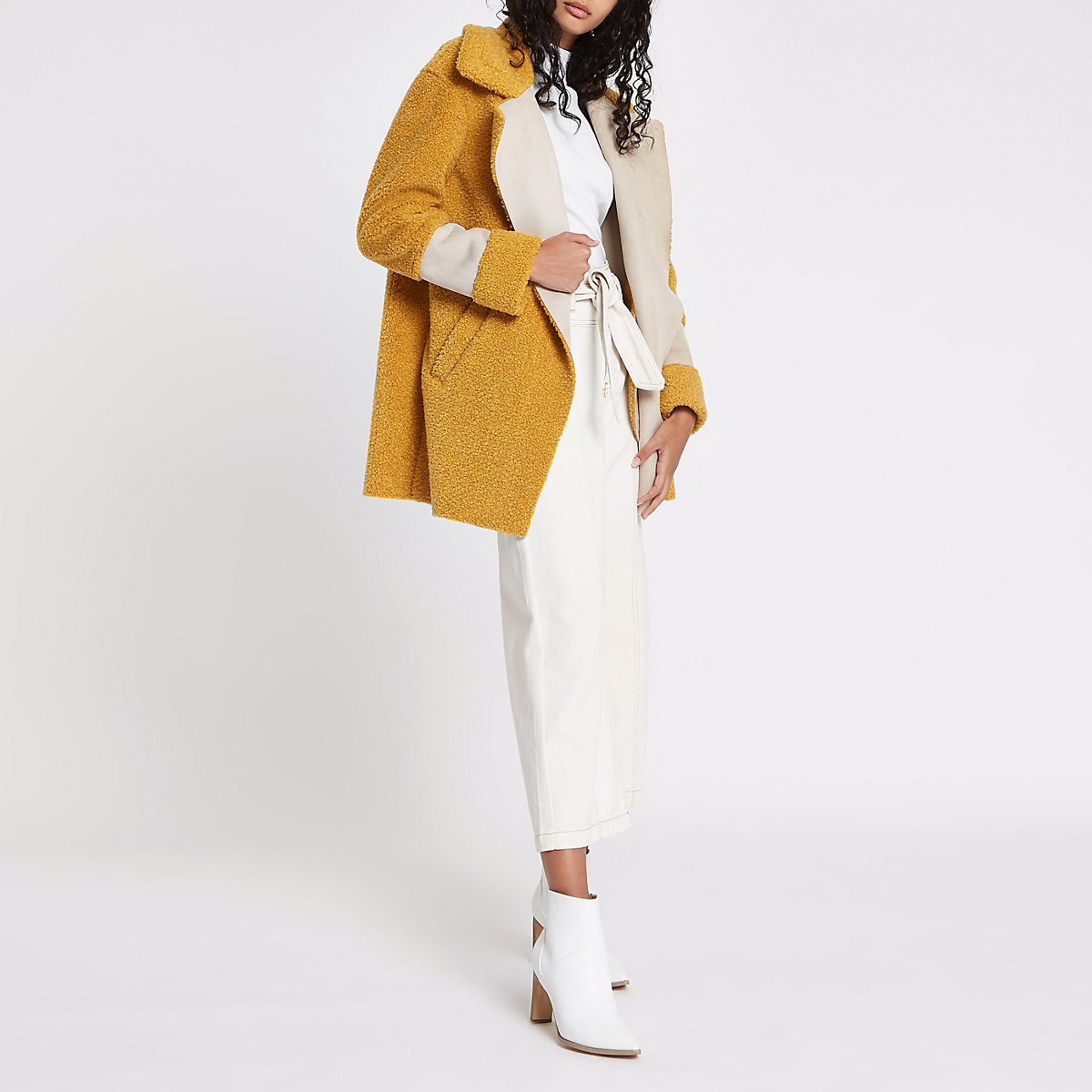 Manteau Imitation Peau De Mouton Jaune A Empiecements Manteaux