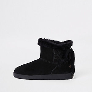 Black lace back faux fur lined boots