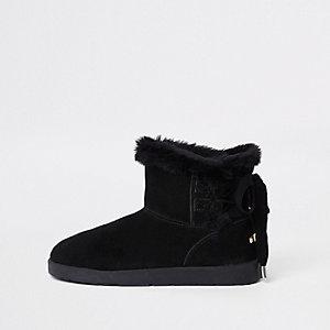Zwarte laarzen met imitatiebont voering en veters achter