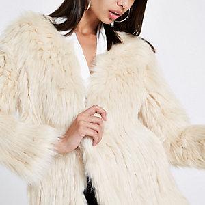 Manteau en maille crème à fausse fourrure