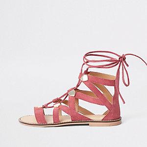 Sandales en daim rose à lanières lacées effet cage