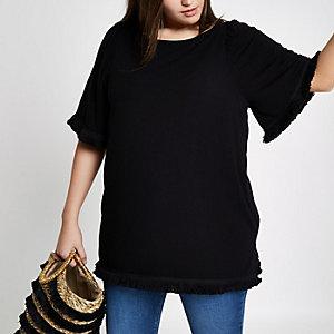 Plus – Schwarzes T-Shirt mit Quasten an den Ärmeln