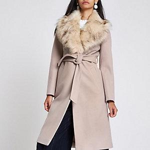 Manteau peignoir en fausse fourrure crème ceinturé