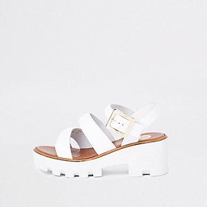 Weiße, klobige Sandalen