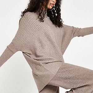Beige geribbeld gebreide hoogsluitende pullover
