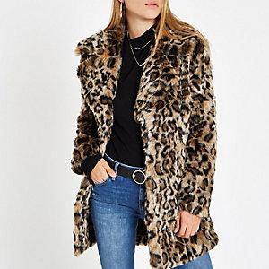 Brauner Mantel aus Fellimitat mit Leopardenprint