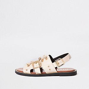 Crème platte sandalen met bandjes en en gesp