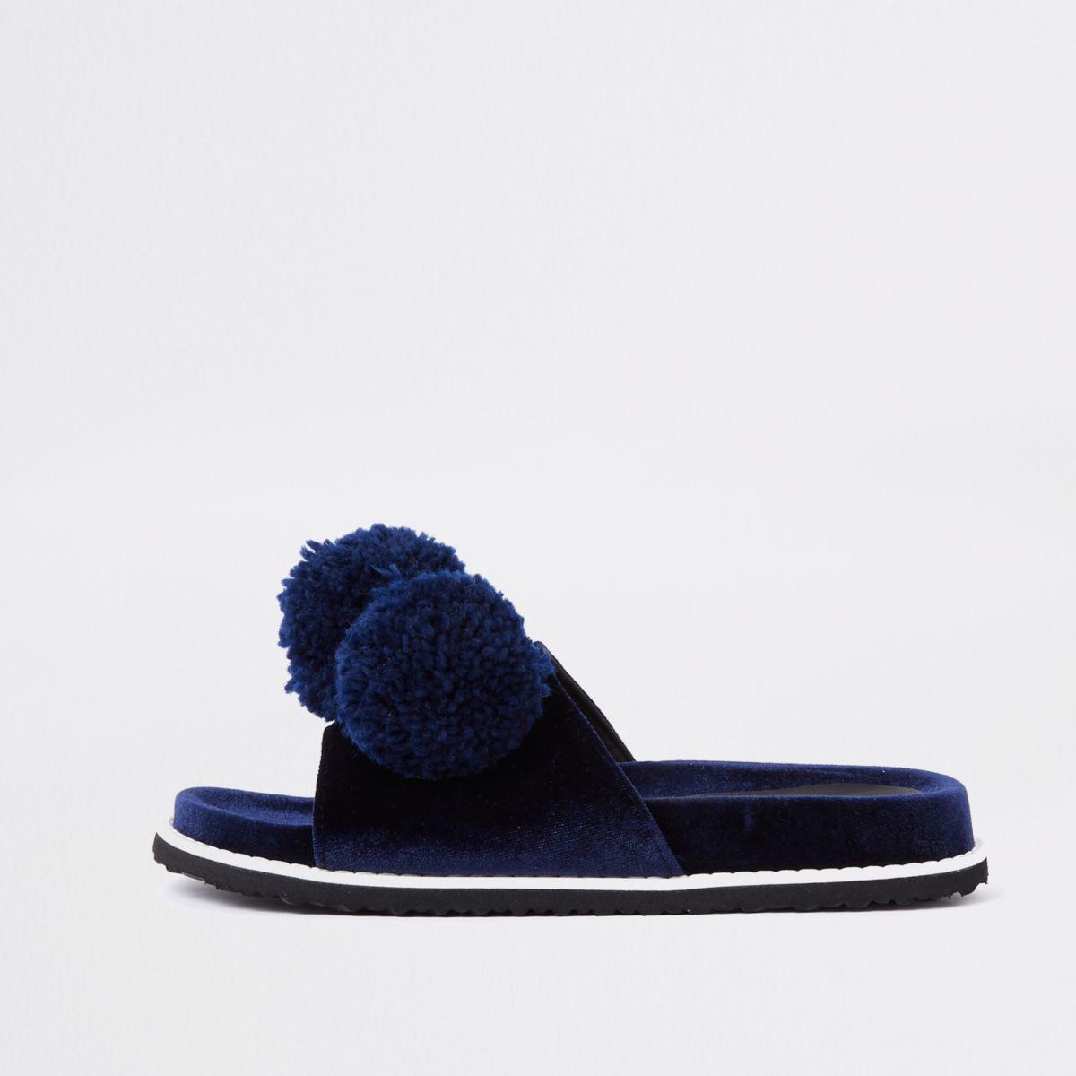 Claquettes en velours bleu marine à pompon