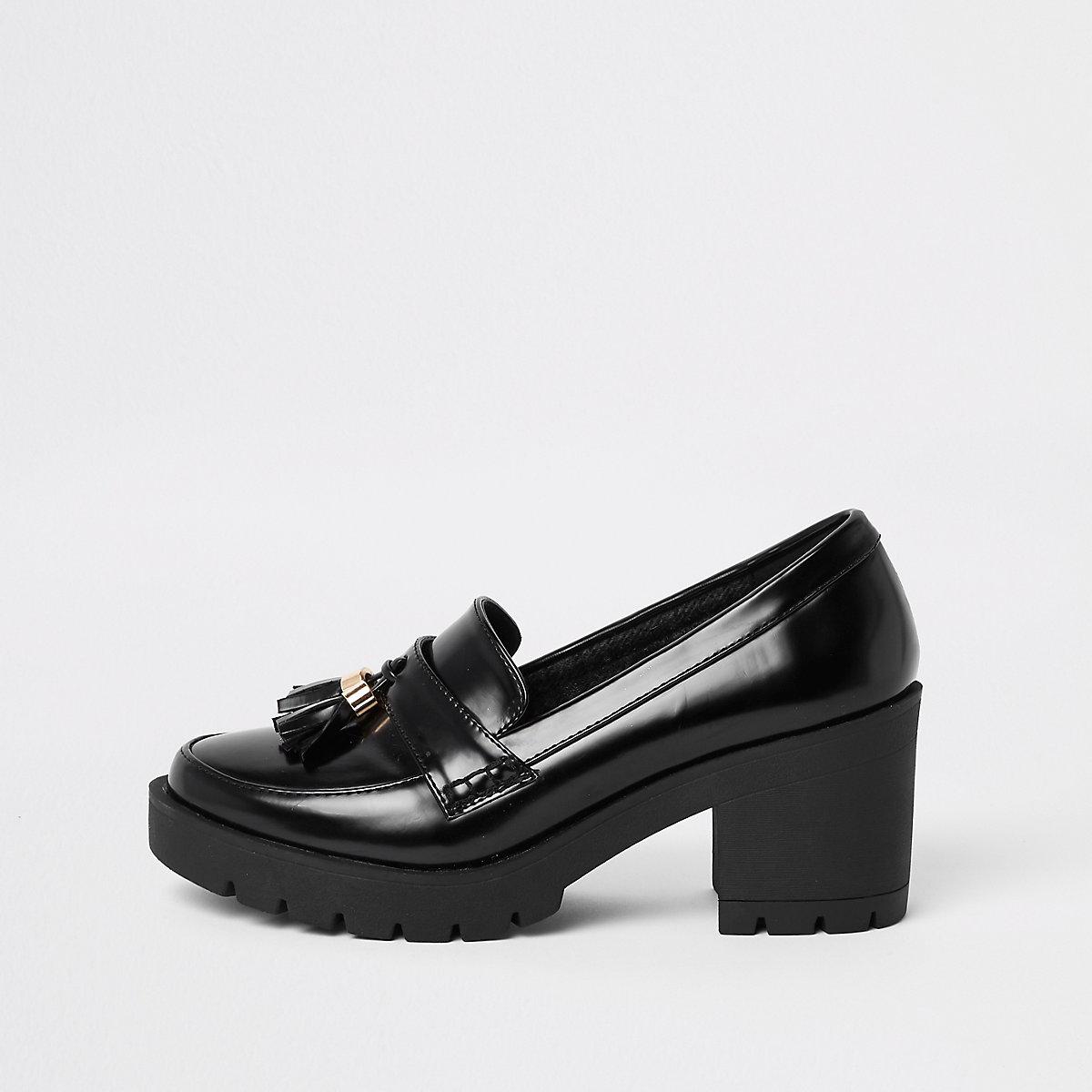 Stevige zwarte loafers met blokhak en kwastjes