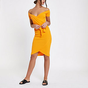 Robe moulante Bardot jaune nouée devant