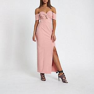 Robe longue Bardot rose nouée sur le devant