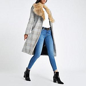 Manteau à carreaux marron avec ceinture et fausse fourrure