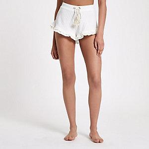 Pyjama-Shorts in Creme mit Rüschen