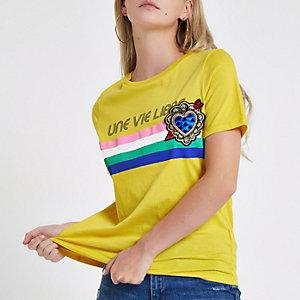 RI Petite - T-shirt met 'Une vie'-print en broche