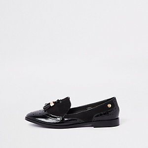 Black tassel patent shoes