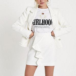 Mini-jupe blanche en maille bouclette à volants sur l'avant