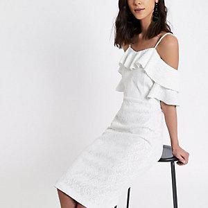 Weißes Bodycon-Minikleid mit gerüschtem Carmen-Ausschnitt