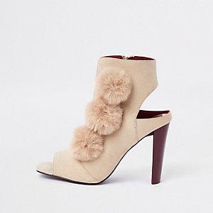 Crème schoenlaarsjes met pompon