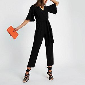 Zwarte jumpsuit met strik voor en korte mouwen