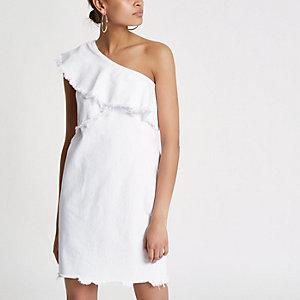 Witte denim jurk met ruches en blote schouder