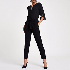 Schwarze, perlenverzierte Bluse mit Rüschen