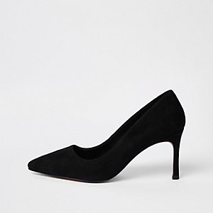 Black suede pointed pumps