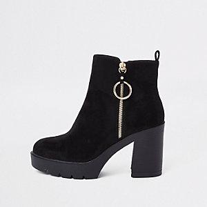 Schwarze, klobige Stiefel mit Reißverschluss